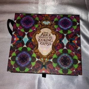 Urban decay Alice through the looking glass pallet